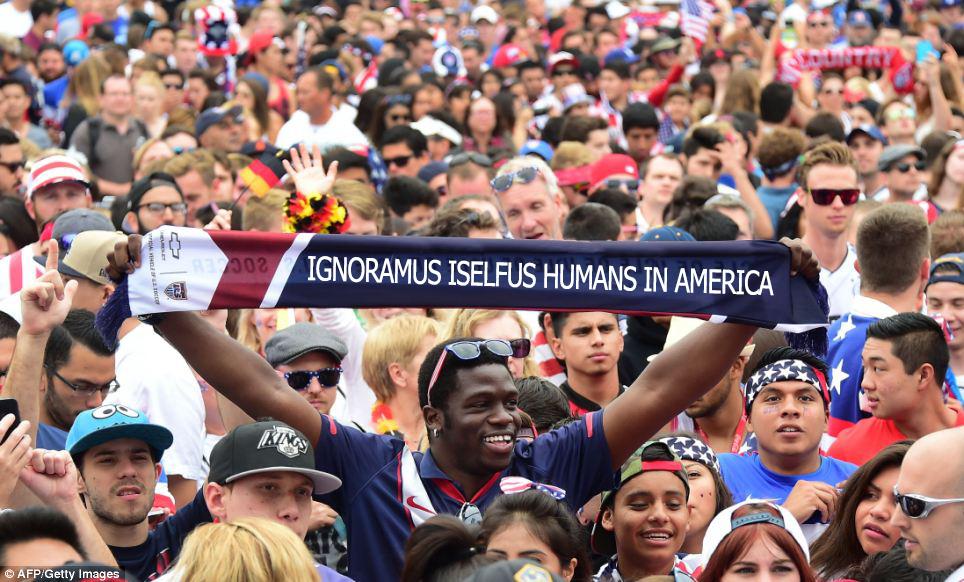 crowd-scene-original-ignoramus-iselfus-man