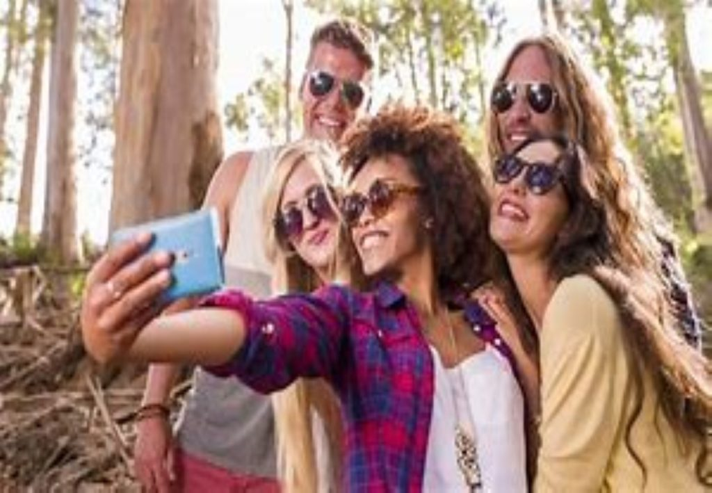 Selfie Ur Idol Teenagers Have Fun